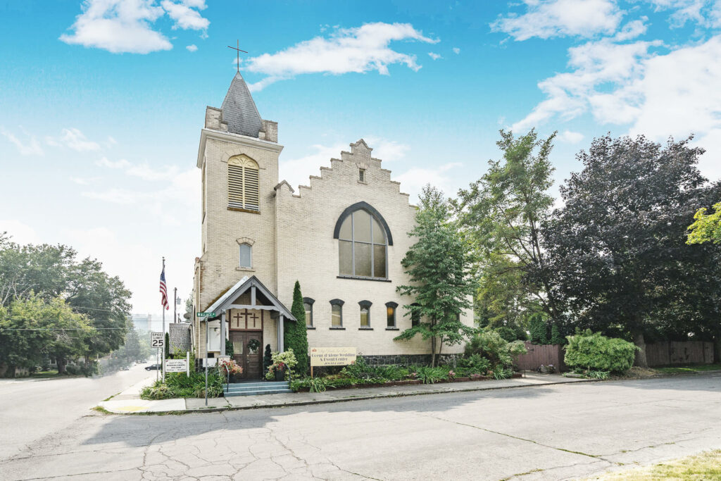 Exterior view of Archwood Hall Wedding and Events CDA Idaho during daytime